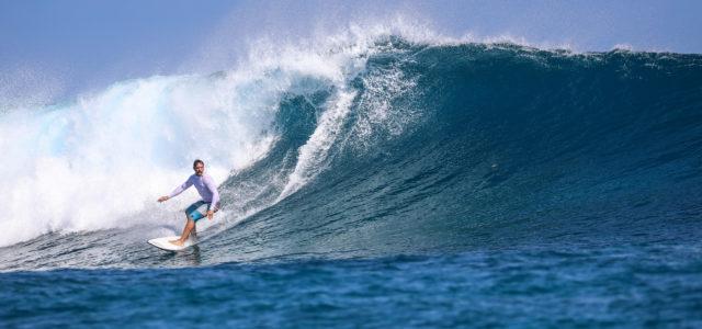 Surfer Joe auf einem Indiana Surfboard