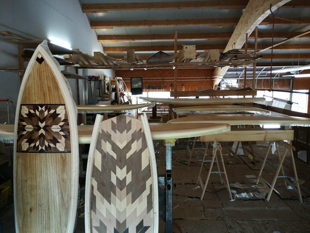 Zwei unterschiedliche Surfboards