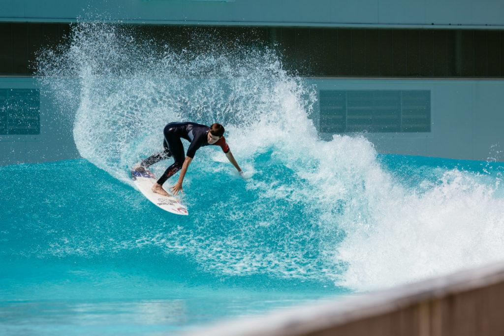 Cutback auf Wavegarden Welle