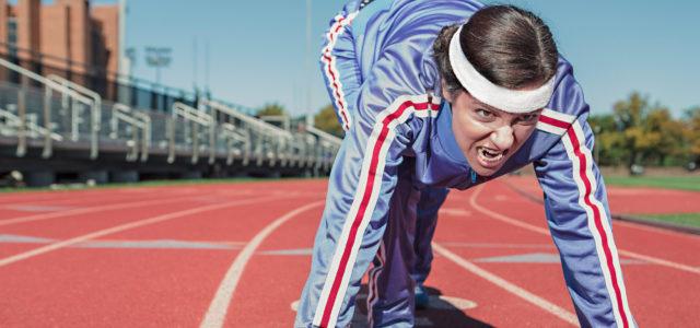 Sportler auf Laufbahn