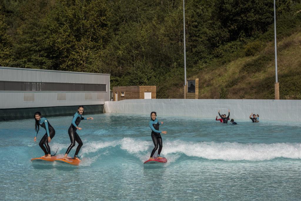 Surf Beginner auf der Wavegarden Welle
