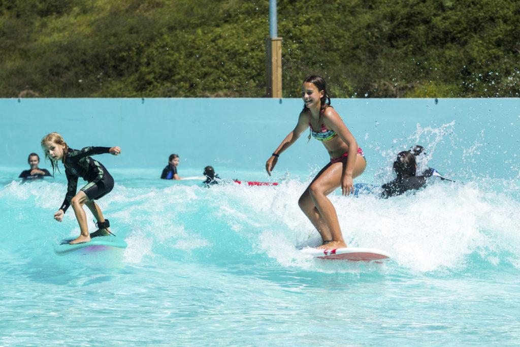 Familien Surf Tag auf der Wavegarden Welle