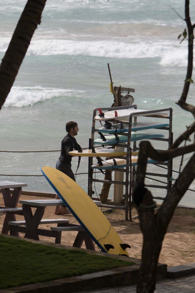 Simon bei den Leih-Surfbrettern