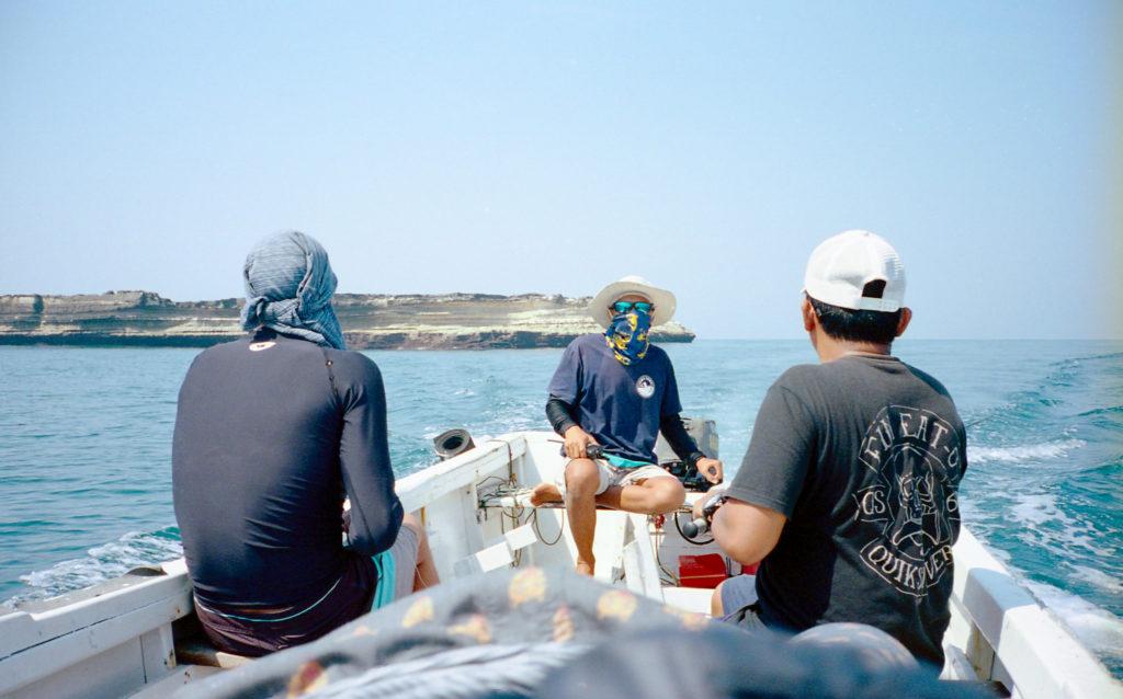 Drei Männer auf dem Boot