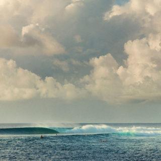 Brechende Welle, die eine Barrel formt