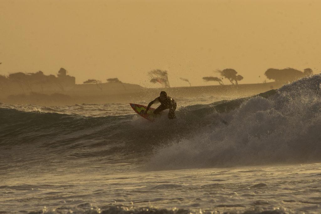 Surferin im Wasser
