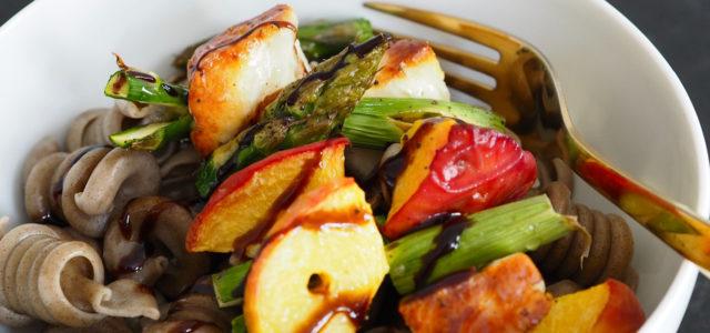 Hanfpasta-Salat in Schüssel
