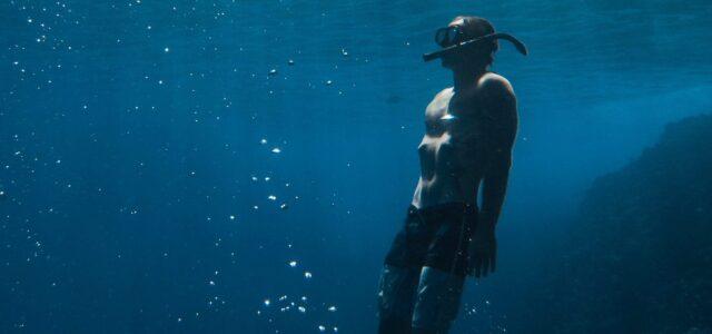 Freediver Unterwasser
