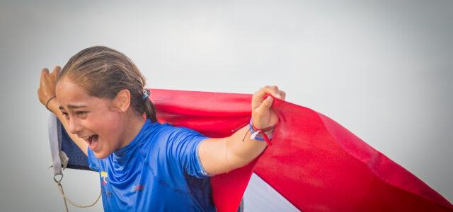 Rafaela Montesi jubelt mit Schweizer Flagge in der Hand