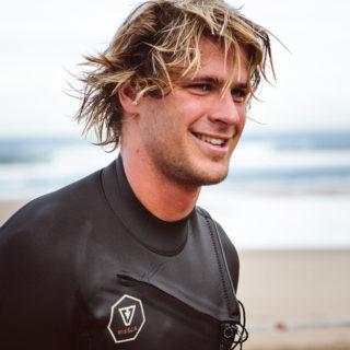 Luca Carlisle schreibt Schweizer Surfgeschichte!
